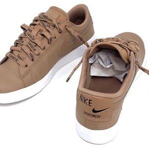 Nike Shoes - Nike old school tennis shoes sneaker 7.5